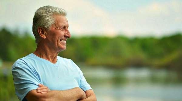 Пожилой мужчина с отличным здоровьем