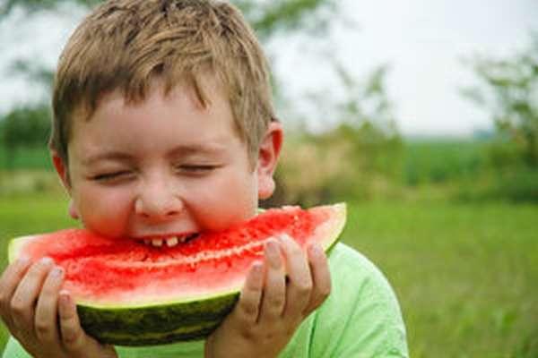 Детям нельзя есть ранние арбузы