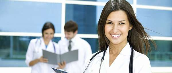 Красивая врач