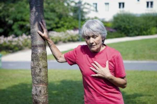Что вызывает чувство жжения в грудной клетке? Как избавиться от этого симптома?