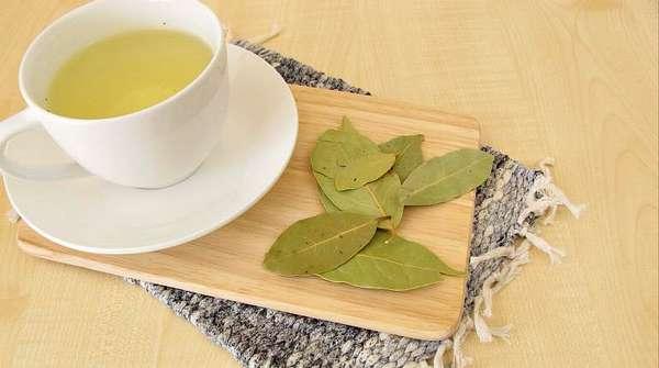 Нашатырный спирт и листья лавра