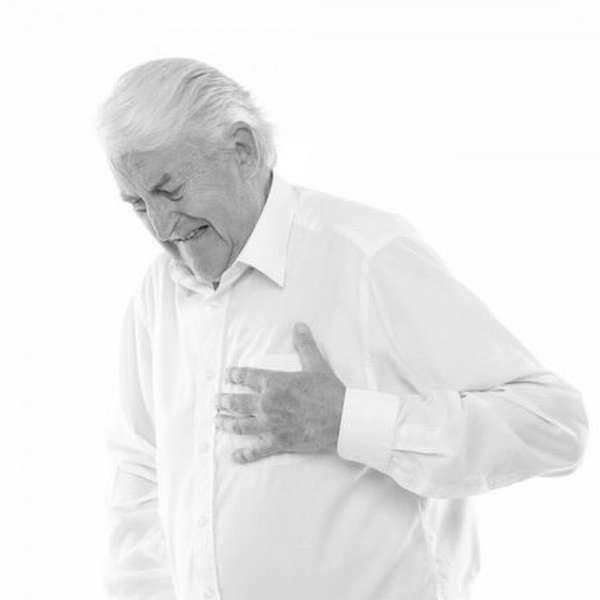Возможно ли предотвратить развитие повторного инфаркта миокарда, и как оказать первую помощь