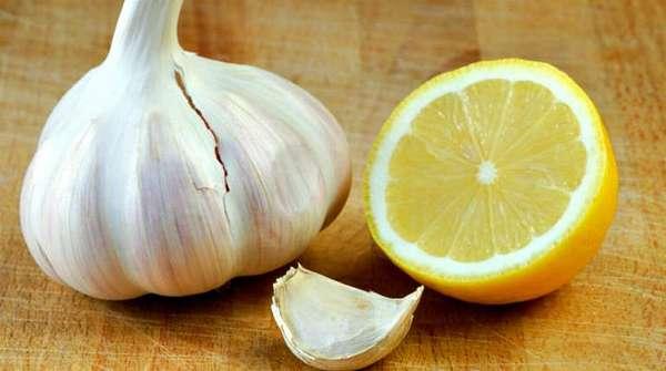 Чистка холестериновых бляшек лимоном и чесноком