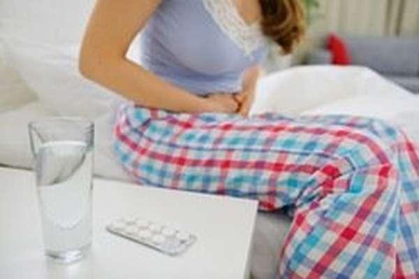 Боль в животе может быть симптомом отравления