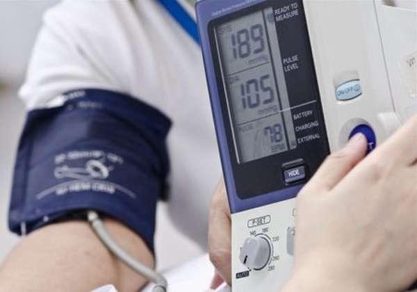 Как изменяется давление при начале инфаркта и в последующем периоде?