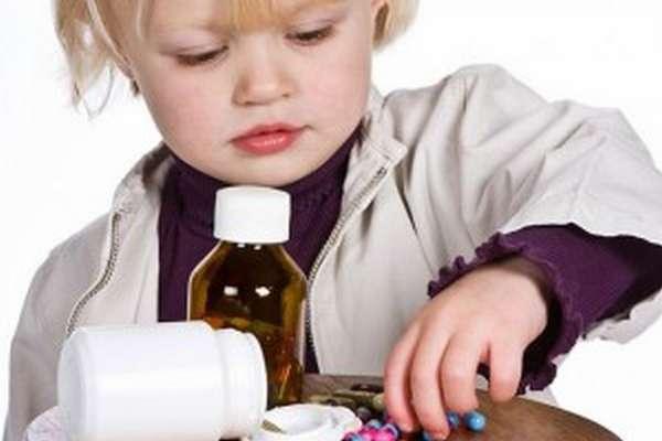 Убирайте таблетки от детей