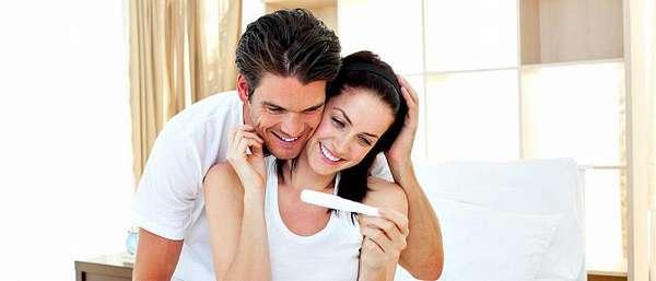 Мужчина с девушкой скоро станут родителями