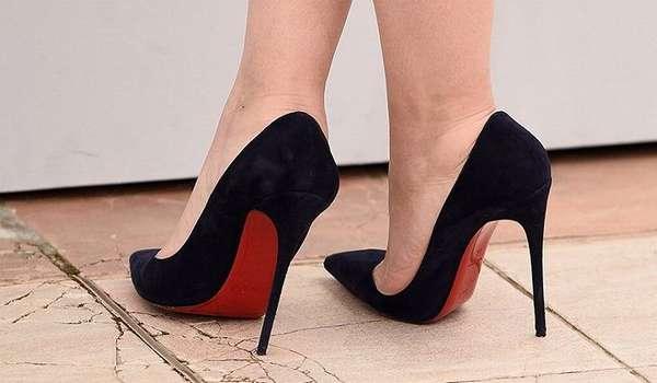 Обувь на высоких каблуках провоцирует развитие косточки на ноге