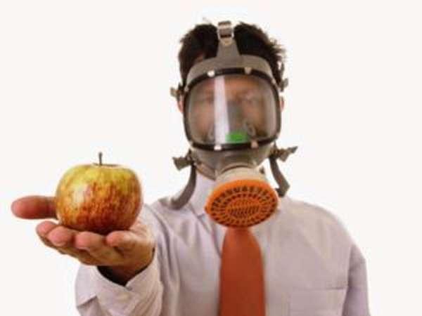 Отравление ядохимикатами: как избежать и чем помочь?