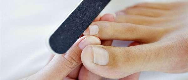 Педикюр ногтей на ногах