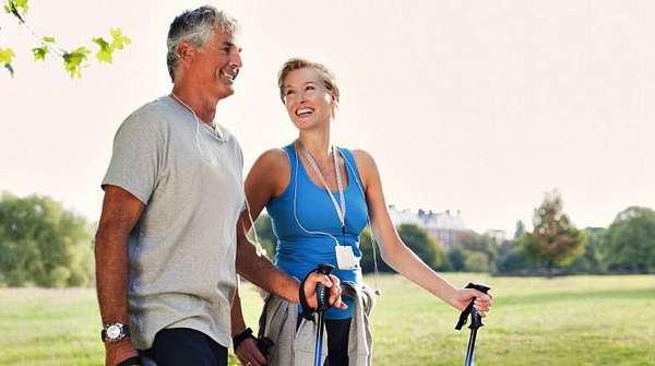 Пожилая пара с отличным здоровьем