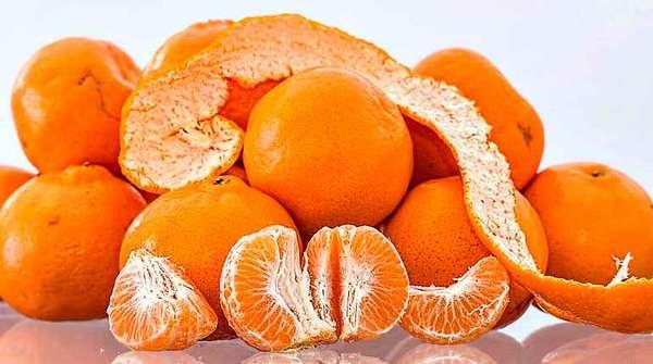Мандарины и мандариновые шкурки