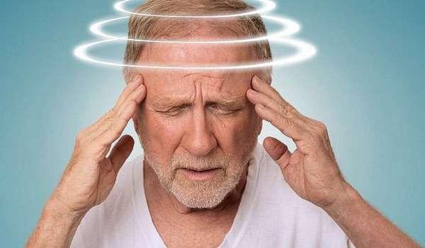 Человек не может ходить из-за головокружения?
