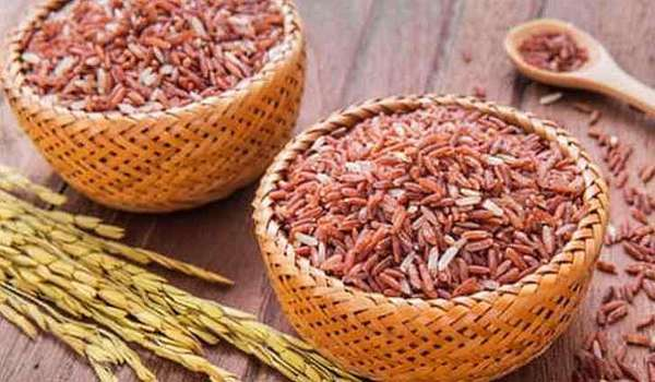 Коричневый рис содержит полезные углеводы
