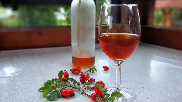 Домашняя спиртовая настойка шиповника