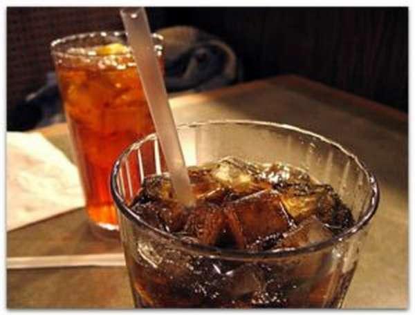 Coca-cola с кубиками льда