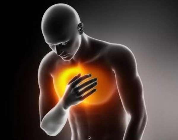 Почему может болеть сердце и как помочь пострадавшему, которому тяжело дышать?