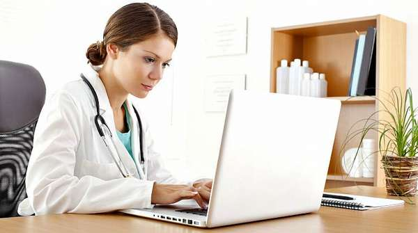 Доктор за ноутбуком